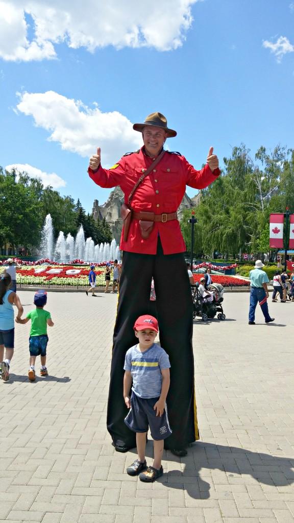 wonderland street performers