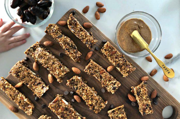 No bake almond and chocolate chip granola bar